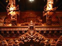 ネパール館のすばらしい彫り物